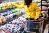 Tiết lộ thời điểm không nên mua thực phẩm ở siêu thị: Vừa tốn tiền vừa rước đồ ôi thiu