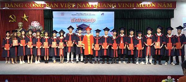 Cao đẳng nghề Long Biên trao bằng tốt nghiệp cho sinh viên khóa 43 và 44