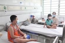 Mùa dịch sốt xuất huyết, thận trọng trong việc chăm sóc trẻ nhỏ