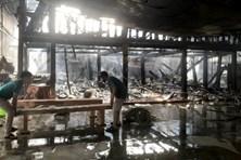 Cháy kho chứa nệm và tiệm bán đồ gỗ ở Bình Dương