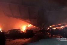 Cháy lớn ở khu công nghiệp Phú Bài, trăm cảnh sát căng mình dập lửa