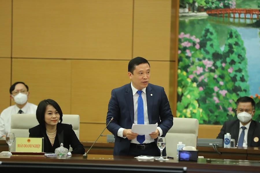 Tổng giám đốc May 10 vinh dự đại diện các doanh nghiệp tham dự  buổi họp mặt với Ủy viên Bộ Chính trị, Chủ tịch Quốc hội Vương Đình Huệ
