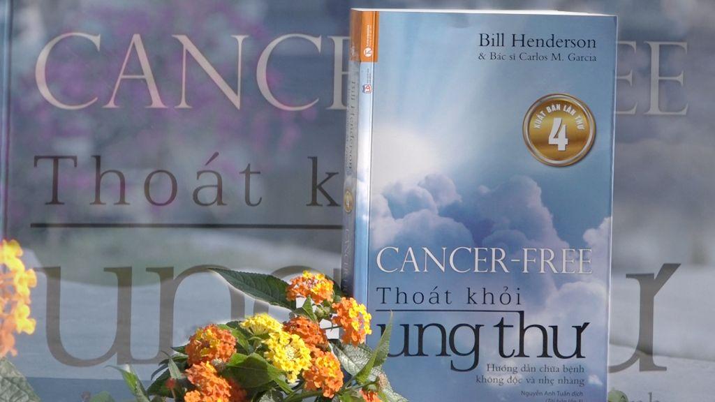 """Kết quả hình ảnh cho Cuốn sách """"Thoát khỏi ung thư"""" hướng dẫn cách điều trị bệnh ung thư"""